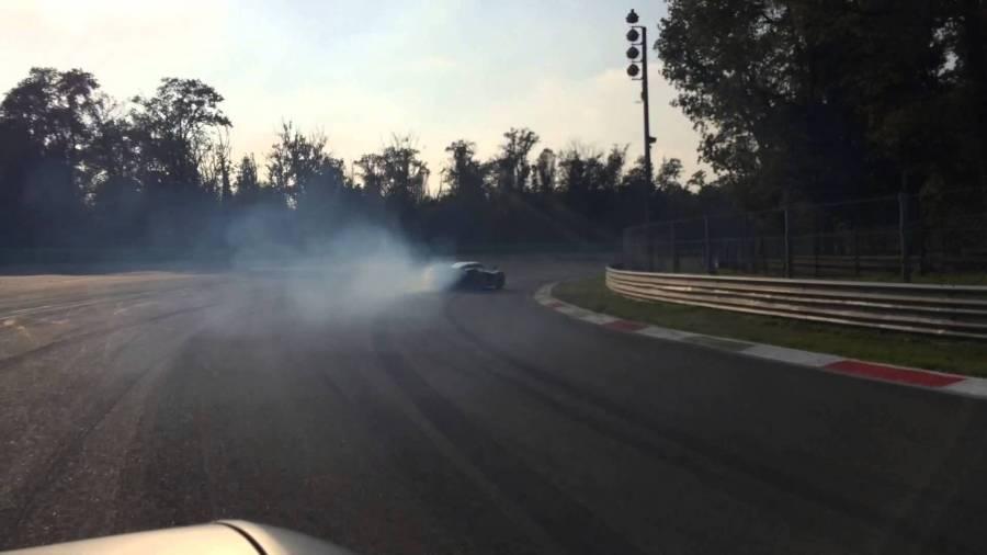 Powersliding the Ferrari LaFerrari